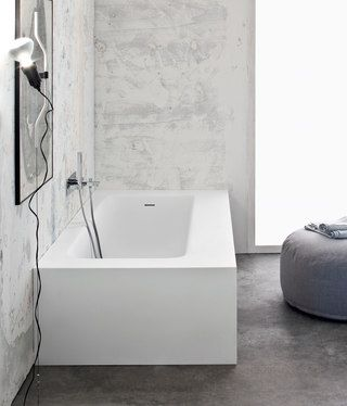 Linearity and elegance are the words that can describe this regular size bathtub. Available in matt Mak.  175min/220max x 75min/120max x 51 cm 212 kg 274 l white Mak Mat…