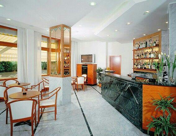 Bar h24 hotel royal
