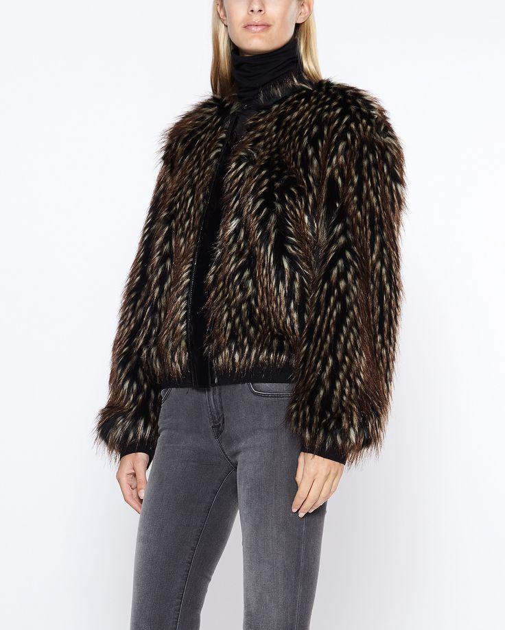 Shoppa damjackor & kappor online. Allt från dun- och regnjackor till skinn…