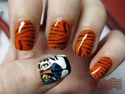 Tiger Stripe Nail Art