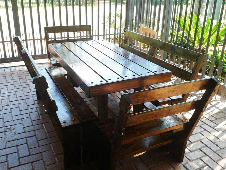 Here Is This DIY Pallet Patio Dining Set That Has Been Reclaimed From The Wonder Wood Pallets To Enjoy Some Family Time Along With Tasty Food Bites