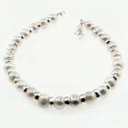 Silver White Pearl Bracelet for Women #silver #jewellery #modern #bride