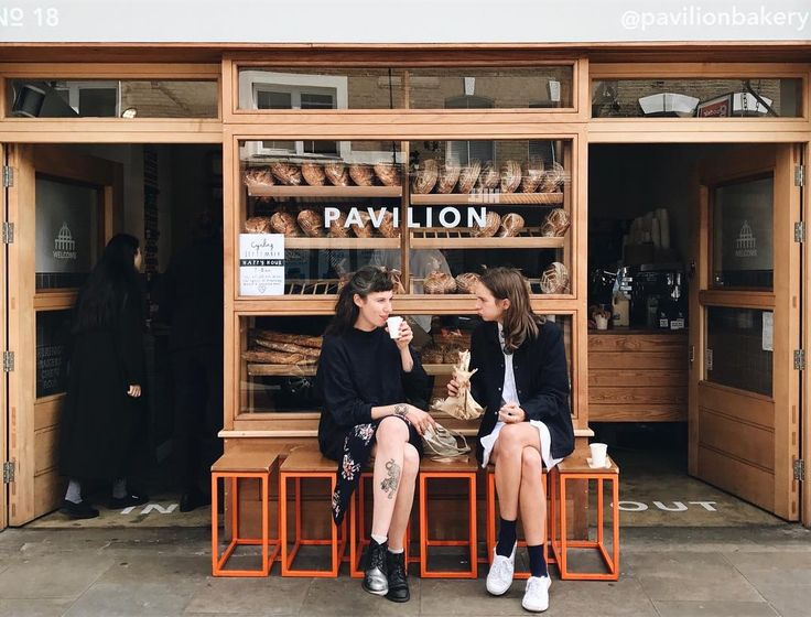 "372 gilla-markeringar, 3 kommentarer - G I N A W O N G📍London (@georginatwong) på Instagram: ""Hackney // Cinnamon buns for lunch? Yeah, I could get down with that. 👆🏼 #londonbylondoners…"""