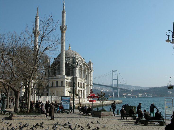 Ortaköy mosque and Boğaziçi Köprüsü, Istanbul, Turkey