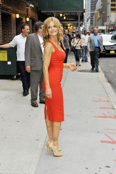 Kyra Sedgwick Photos: Kyra Sedgwick Poses Outside 'Letterman'
