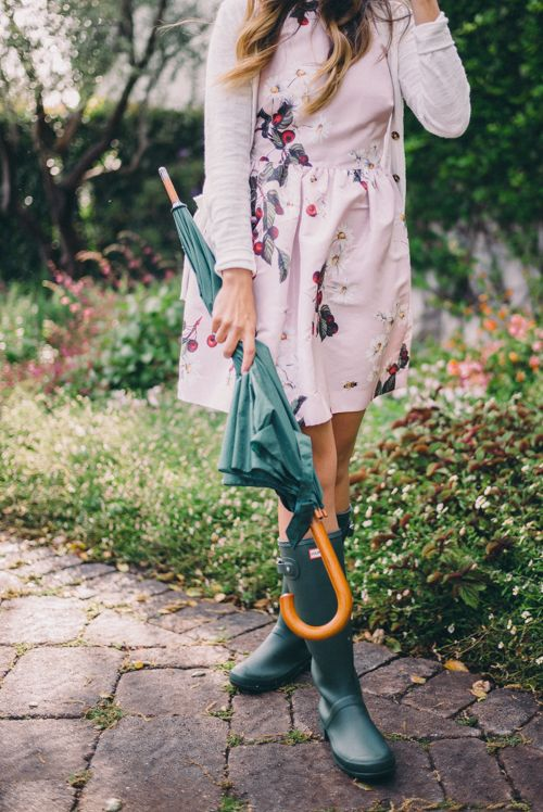 Gal Meets Glam Spring Rain Red Valentino Dress And Hunter Boots My Style Pinterest Red