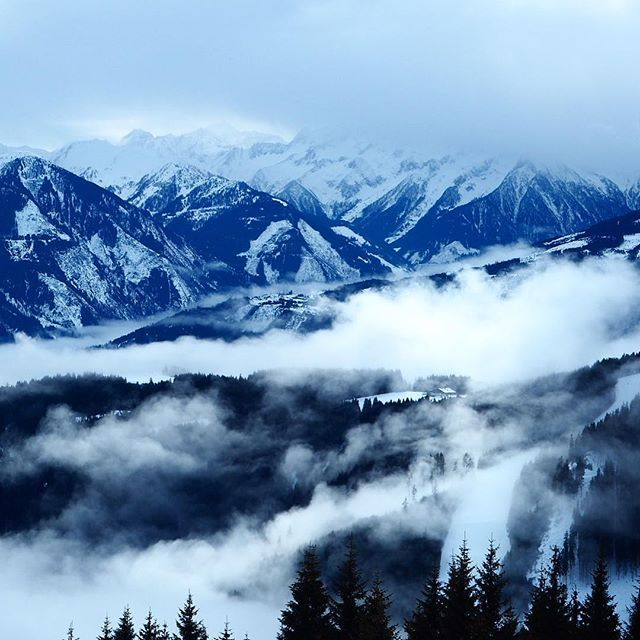 ☁️🗻☁️ #mountain #fog #travel #view #schmitten #skiing #holiday #winter #austria #zellamsee #alps #olympusem10 #olympus #skies #sky