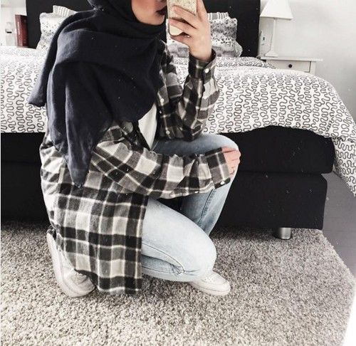 black and white aesthetics, mipster muslim fashion, mirror selfie, tumblr
