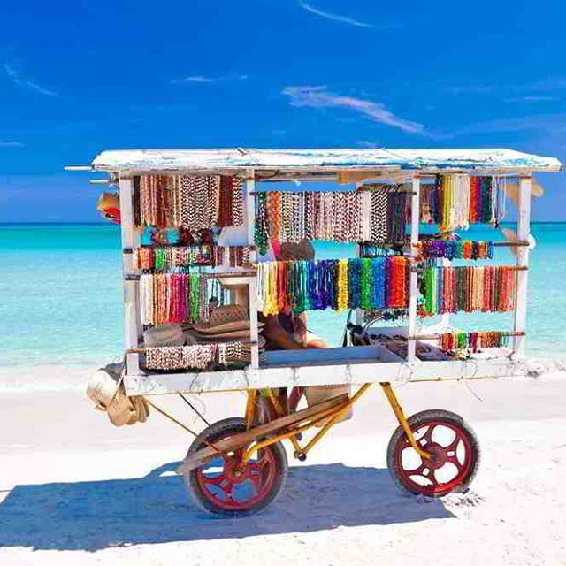 Revolucija, priroda, ples, hedonizam, fascinantna arhitektura uz neizbežni šarm baroknih crkvi....Kuba. Udahnite sav taj specifični duh gradova a onda uživajte u zadivljujućim peščanim plažama i nizovima palmi Varadera. Pošaljite nam upit, rado ćemo vam odgovoriti na sva vaša pitanja   #cuba #varadero #lovecuba #amazing #color #travelhouse #travelgram #instalike #instagram #kuba #odmor #putovanje #justtravel #odmor #luxurylife #luxurydestination