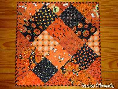Loose Threads: Halloween Quilt Table Topper Finish