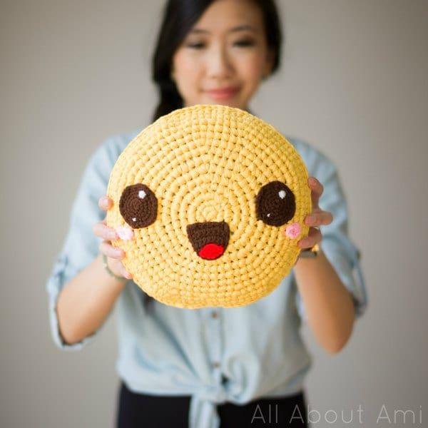 Pillowji Crochet Pillows - All About Ami, #crochet, free pattern, #haken, gratis patroon (Engels), emoji kussen, dik garen, #haakpatroon
