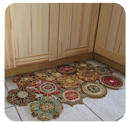 """colorful straw trivets """"sewn"""" together in mat (or as wall hanging)   ********************************************"""