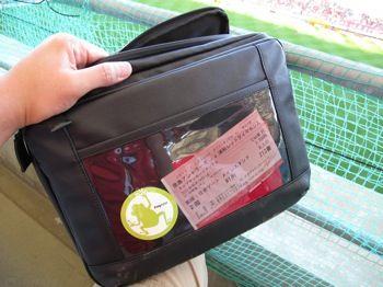 >なんといっても、クリアポケットのチケットを常に提示できるのが便利。飲み物で両手がふさがっても安心ですよ