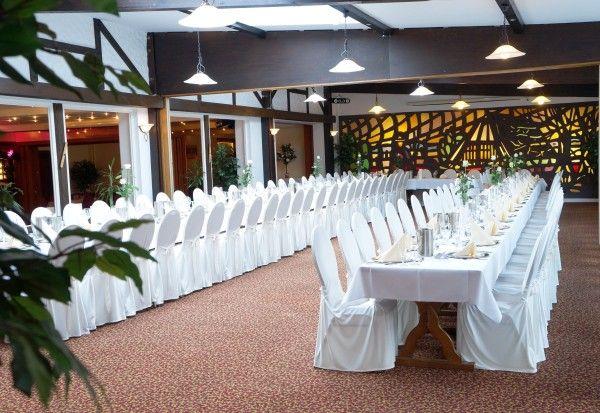 Die Heiddeel im AKZENT Hotel Cordes eignet sich hervorragend für Feste und Veranstaltungen. Der lichtdurchflutete Saal, mit 164 m² Größe, präsentiert sich mit max.160 Sitzplätzen und beleuchteter Glaswand.