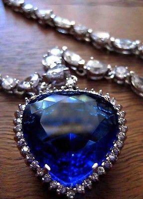 Titanic-Heart-Of-The-Ocean-Necklace-Pendant-Rare-Memorabilia-A-MUST-SEE