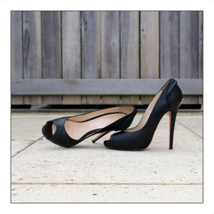 La légende dit que si vous achetez une paire de Valencey une nuit de pleine lune, elle vous apportera bonheur et prospérité. Ça tombe bien, c'est ce soir. Et c'est aussi ce soir que le nouveau site Valencey ouvre ses portes. Rendez-vous à 18h pour acheter les deux derniers modèles de ces magnifiques Adèle Black! - - #chaussures #highheels #shoes #designerheels #iloveshoes #shoesaddict #paris #girlinparis #parisiangirl #stiletto #iloveheels #exclusive #instashoes #instaheels #designershoes…