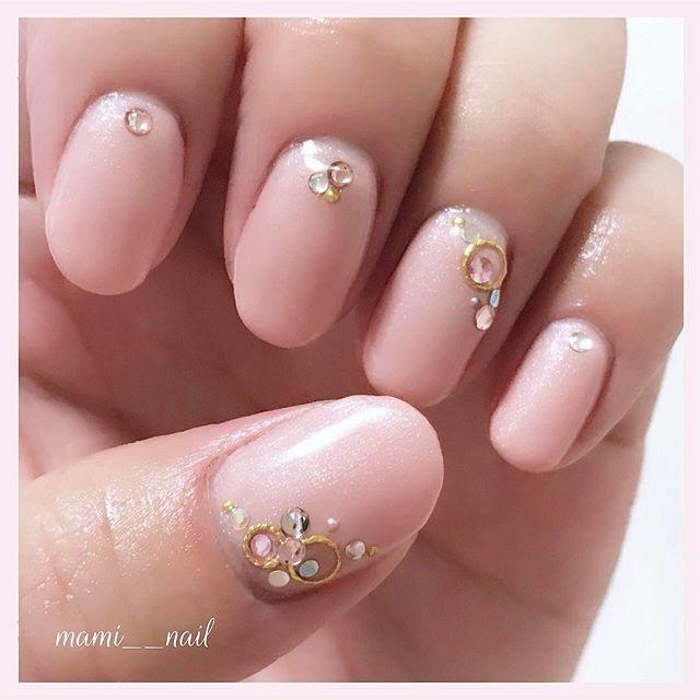 .+* ビジュー ネイル 。:+ ・ ♡︎*୨୧⑅ . 塗り替え ⑅︎◡̈︎* . 桜の季節なので 今回は淡いパールピンクにしました❁︎ . シルバー、ピンク、ブルーのストーンと ゴールドの丸カンを乗せたビジューネイル‧⁺✧︎* . フットもお揃いです♪ . . 2017. 4. 15 ( Sat ) ・ ♡︎* ୨୧⑅︎ ・ #nails #selfnail #nailart #gelnail #pink #spring  #ネイル #セルフネイル  #ネイルデザイン #ジェルネイル #ピンク #桜 #春 #OLネイル #ガーリーネイル #ナチュラルカラー #桜ネイル #春ネイル #ピンクネイル #シンプルネイル #ビジューネイル