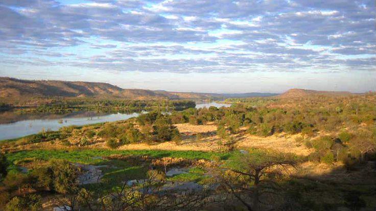 Long-view-over-Zambezi.jpg