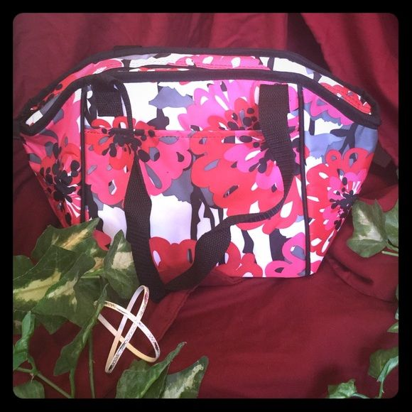 """Bold Bloom Lunch Break Thermal Bold Bloom Lunch Break Thermal NWT   This new thermal is the perfect size to fit standard food storage containers, meaning it's a great lunch bag for work, school or just a day spent running around town. It also makes a great snack and drink bag for trips to the pool or beach. Approx. 8.5""""H x 9""""L x 6""""D (15""""L at top opening).       If interested, let me know and I will drop price for $.99 shipping! ☺️ Thirty-One Bags Totes"""