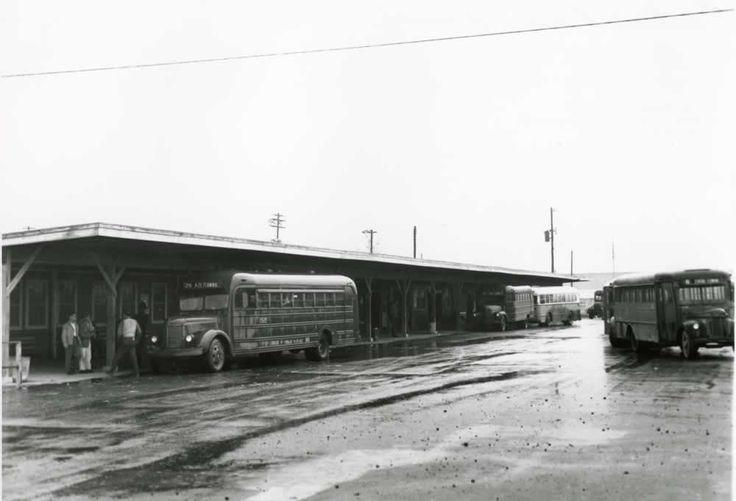 2010.012.0097 Ed Westcott Central Bus Terminal. (10/5/1945) 1177-2
