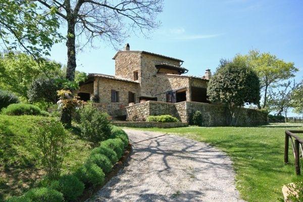 Stenen boerenhuis in de chianti streek, Toscane, met een privé zwembad