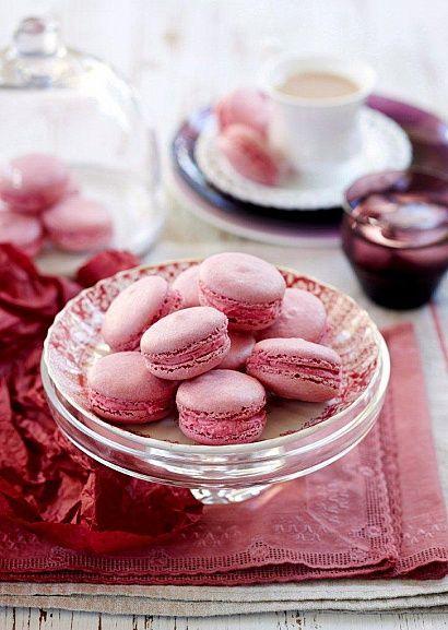 Печенье макарон с белым шоколадом и свеклой  http://www.flavor.ua/pechene-makaron-s-belim-shokoladom-i-svekloy/