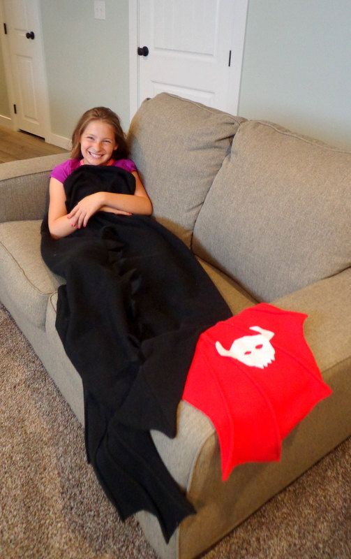 Toothless Dragon Tail Blanket How to Train by EpicInspiration