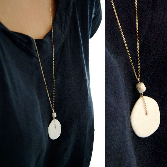 E v a - Feminine long necklace - white porcelain and gold filled - Hanae Collection op Etsy, 54,00 €