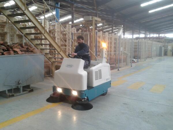 Barredora Tennant 6200 en fabrica de Tejas en Toledo