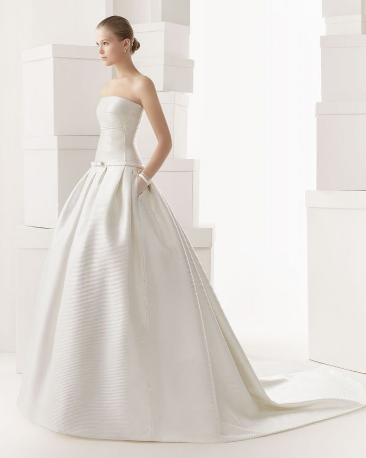Rosa Clara 2014. Gorgeous Rosa Clara Wedding Dresses | Team Wedding Blog #rosaclara #weddingdress #teamwedding