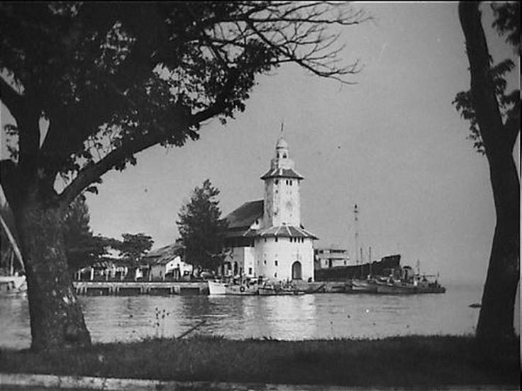 Soerabaja, vanouds het Marine centrum in de archipel en een belangrijke handelss…