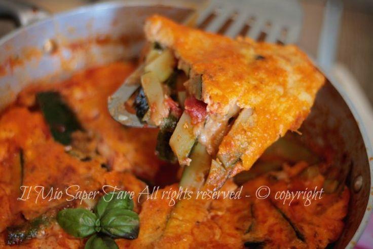 Zucchine alla pizzaiola in padella con uova e formaggio filante.Secondo piatto ricco,gustoso e con una crosta morbida e saporita.Ricetta con zucchine facile