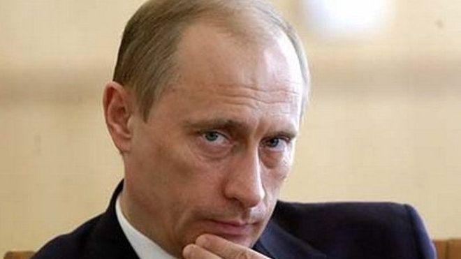 Více než měsíc se americký ministr zahraničí John F. Kerry snaží tlačit režim ruského prezidenta Vladimira Putina, aby přijal to, co by pro Moskvu představovalo kýženou dohodu o Sýrii, konstatuje úvodník serveru Washington Post. Vlivný americký deník v něm tvrdě zkritizoval politiku vlády USA vůči syrskému konfliktu a ruskému angažmá v něm.