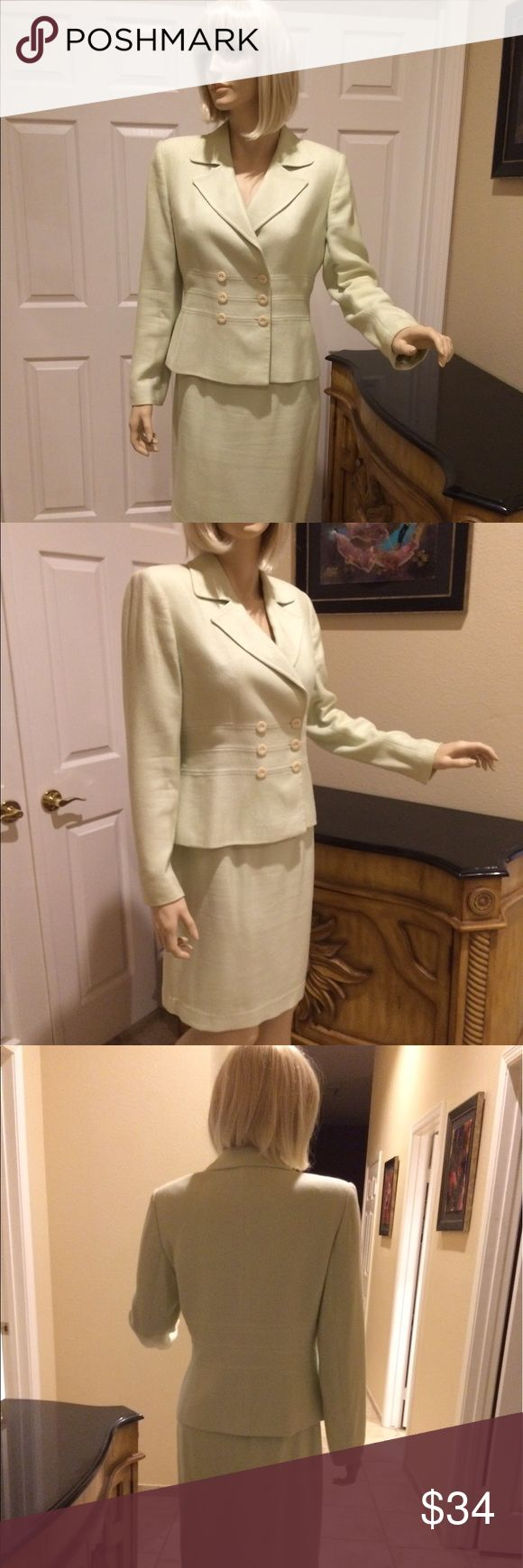 """Women's Size 6 Skirt Suit by Tahari Women's Size 6 Mint green skirt suit by Tahari. In good, previously owned condition.  Skirt length is 21"""". Waist size 29"""". Tahari Skirts Skirt Sets"""
