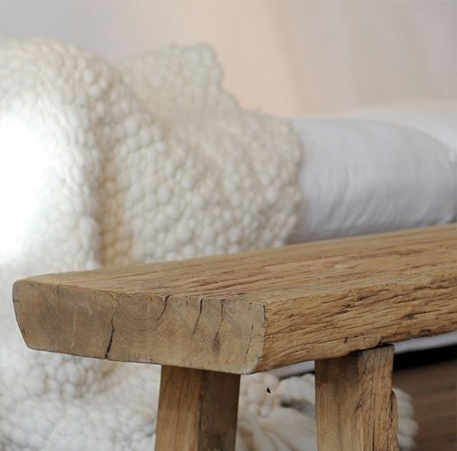 Sidetables en houten krukjes