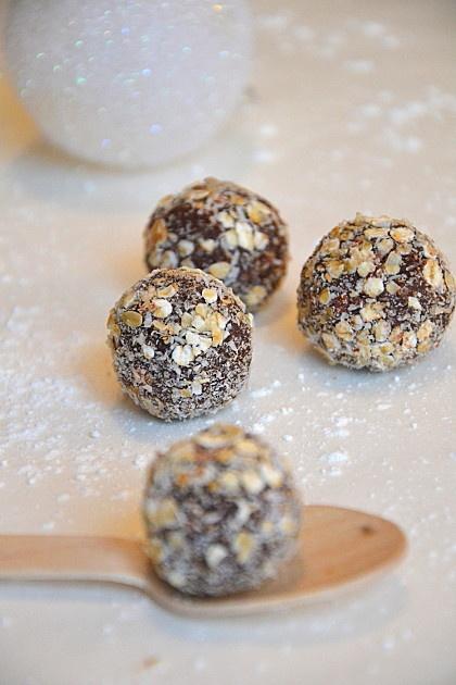 Chocolate, coconut & pecan truffles - Truffes végétales au chocolat ...