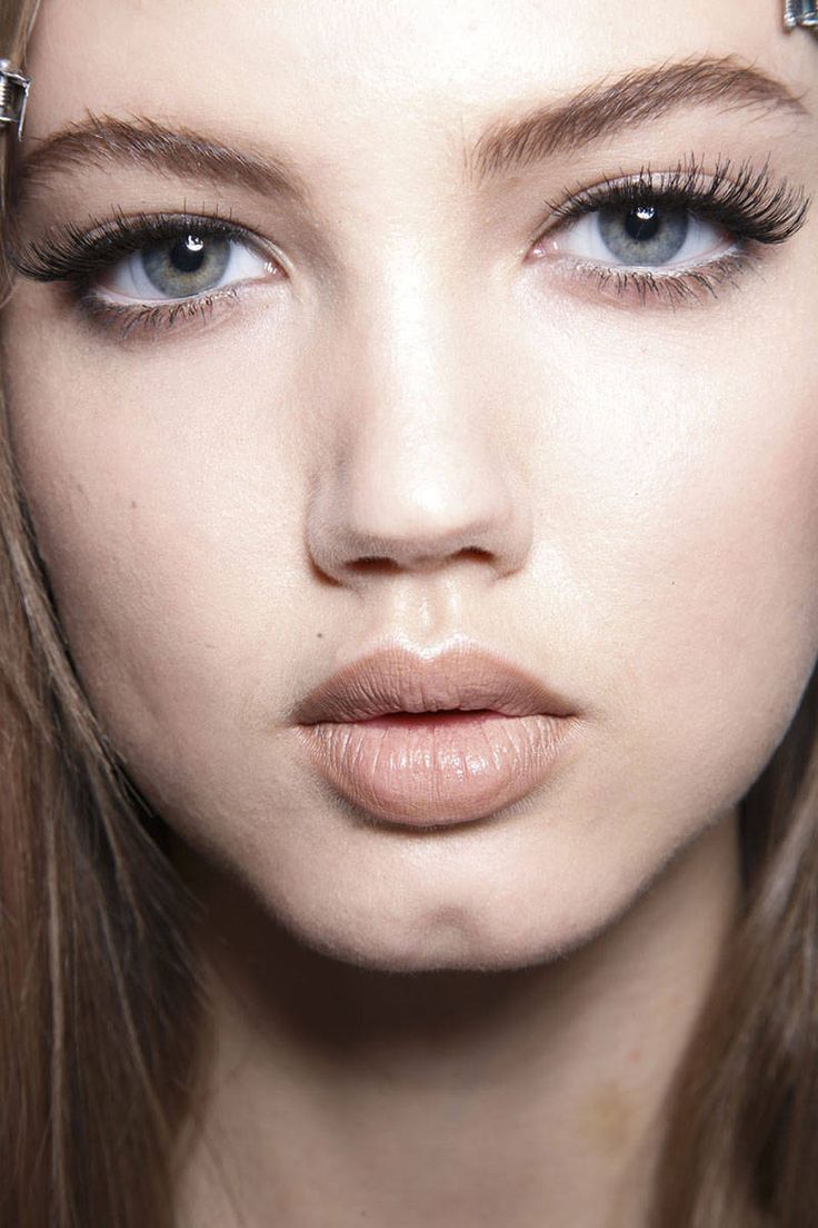 Lash Out - Versace. Hottest Fall Makeup 2014 - The Fall 2014 Makeup Trend Report - Harper's BAZAAR