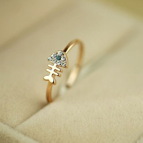 Stunning Alloy 18K Gold Diamond Fishbone Women's Rings