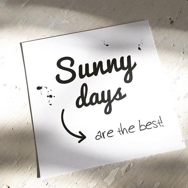 Fijne sunny zondag! ☀️ . . #sunnydays #sunnydaysarethebest #kaart #zwartwit #zondag #quote #shop26negen