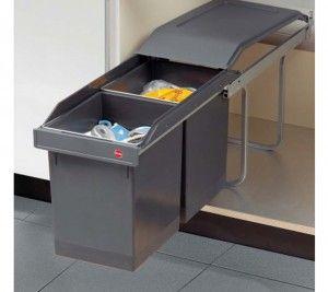 Afvalsysteem keuken. Door het uitschuifsysteem kun je goed bij zowel de voorste als de achterste afvalbak. Ingeschoven worden de afvalbakken afgedekt door een afdekplaat.