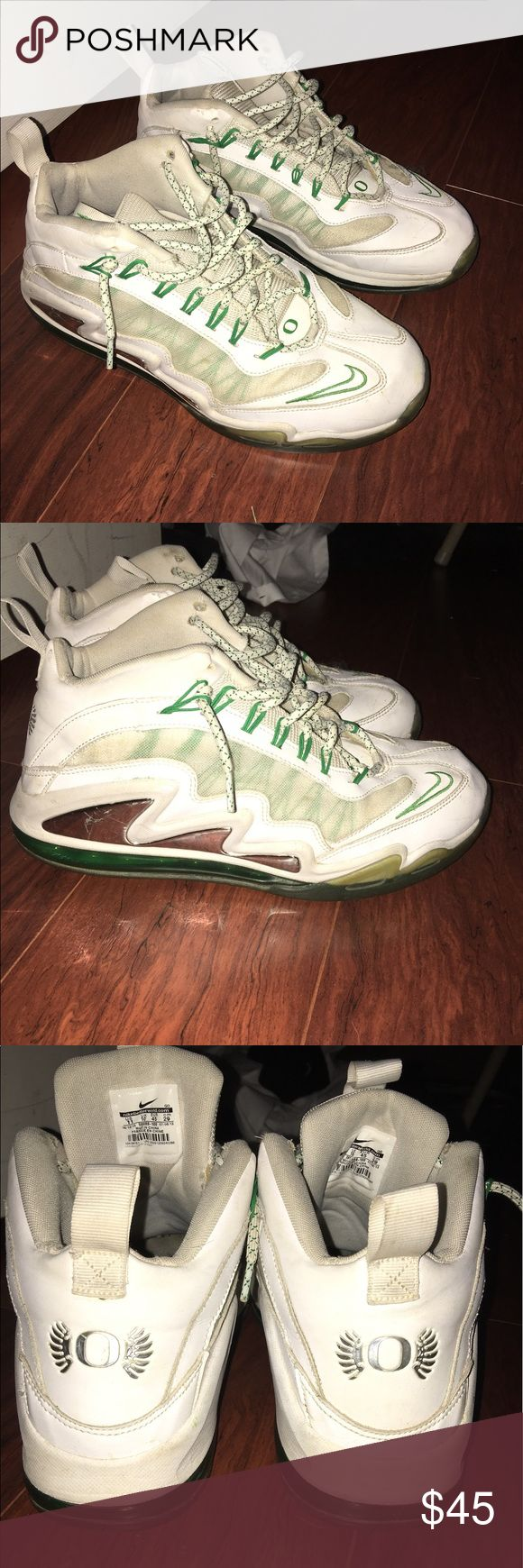 Oregon Nike Air Max 360 Diamond Ken Griffey Shoe Oregon Nike Air Max 360 Diamond Ken Griffey Shoe. Size 11. Oregon Ducks edition, Comfortable good looking sports shoe  and to work out in. Shoes are worn condition 8/10. Cool rate college team shoes Nike Shoes