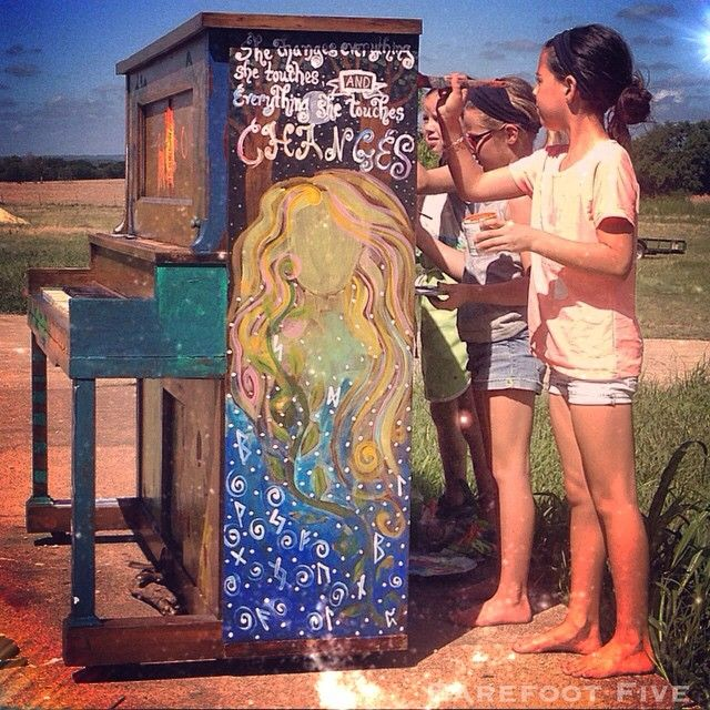 """She Changes everything she touches and everything she touches changes.  """"Creativity is an area in which younger people have a tremendous advantage, since they have an endearing habit of always questioning past wisdom and authority."""" -Bill Hewlett  art class at the barefoot academy  #art #piano #mural #paint #create #magic #beauty  little barefoot artists  #barefootcreations"""