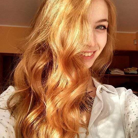 Che biondo luminoso! Che onde! #rabarbaro + #camomilla + #cassia + un pizzico di #lawsonia per @elemodd ❤ #passionehenné #henné #henna #henneneutro #bionda #blonde #blondie #capellibiondi #naturale #ecobio #naturalhaircare #blondehair #smile #sun #happy #capelli #hair #onde #waves #wavyhair #cheveuxbouclés
