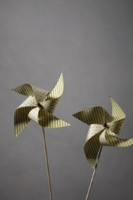 pin wheel-made bouquets of these for center pieces. Successful and easy: Pretty Pinwheels, Wedding Ideas, Decoration, Paper Pinwheels, Pin Wheels, Green Pinwheels, Craft Ideas, Party Ideas