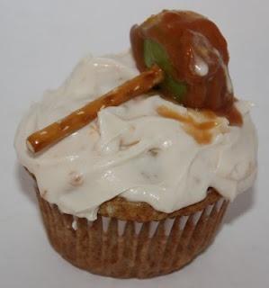 Karamell-Apfel-Cupcakes! Überprüfen Sie auch christyrobbins.bl … für die süße Karamell-App …   – cupcakes