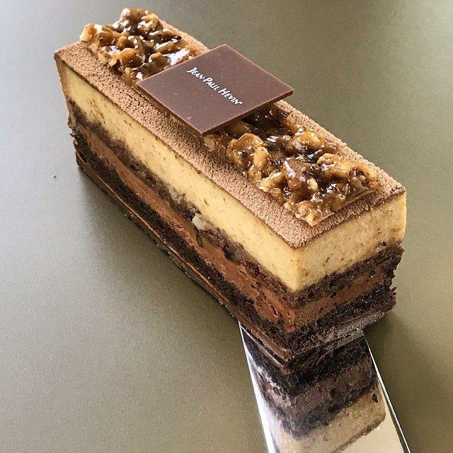 """Retrouvez ces saveurs onctueuses avec le """"Noisettine"""", un biscuit cacao aux amandes et noisettes, une mousse chocolat noir et un praliné aux noisettes. Irrésistible. ."""