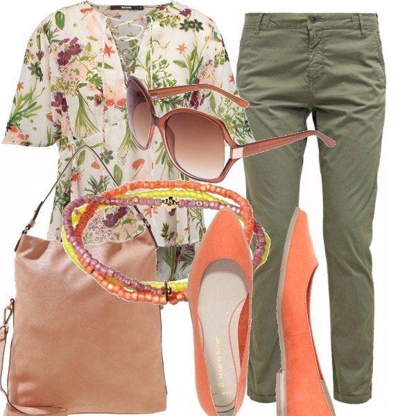 Blusa floral con laccetti, pantalone verde oliva, ballerine con un bel tono di arancio e borsa nude, occhiali da sole e bracciale con le perline. Semplice, carino, un outfit per tutti i giorni e poi senza tacchi ;) ma con stile.