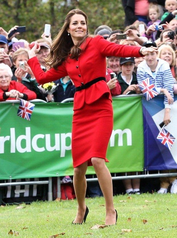Kate joga críquete de salto alto na Nova Zelândia (Foto: Getty Images)