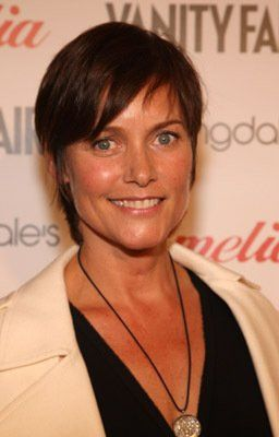 Carey Lowell in Six Degrees