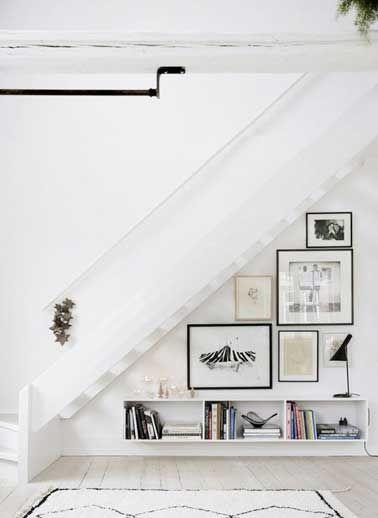 Le sous escalier s'anime avec une galerie photo